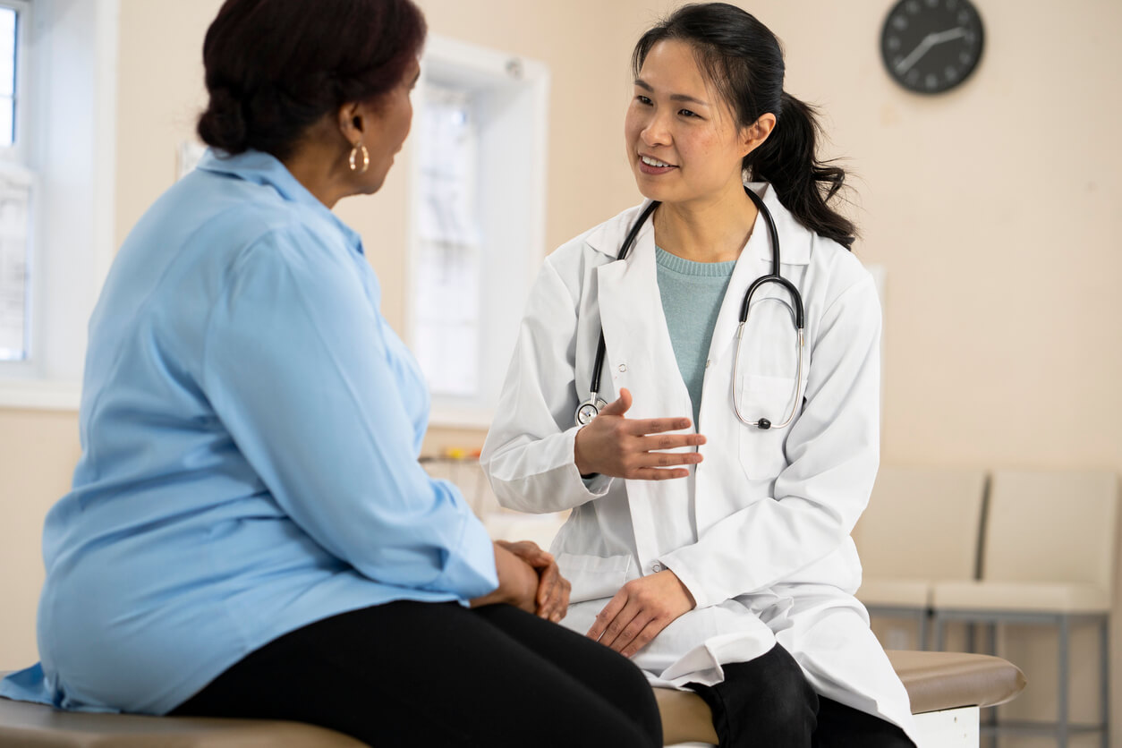 speaking with a doctor about a perforated bowel